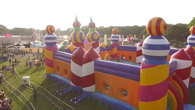 StuMo Biggest Bouncy Castle
